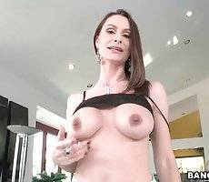 Sexy Skilful Mommy Is Warming Herself Up 2